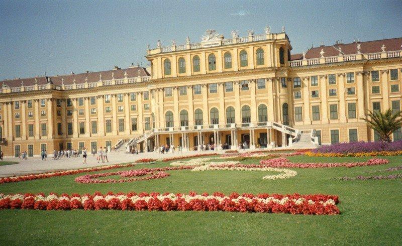 chateaudeschonbrunn.jpg
