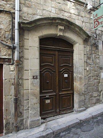 JOLIE PORTE EN BOIS dans PORTES ANCIENNES ardeche2012fujiavril-010