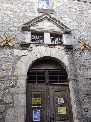 UNE PORTE MONUMENTALE dans PORTES ANCIENNES ardeche2012fujiavril-053