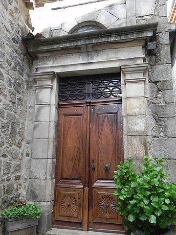 BEAU PORTAIL dans PORTES ANCIENNES ARDECHE-2012-069