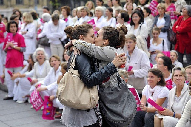 LES PHOTOS QUI ONT MARQUE 2012 : LE BAISER DE LA DISCORDE dans RETROSPECTIVE baiser1