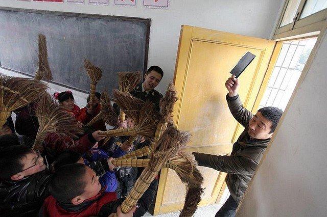 LA CHINE ENTEND BALAYER LA VIOLENCE dans INSOLITE violence