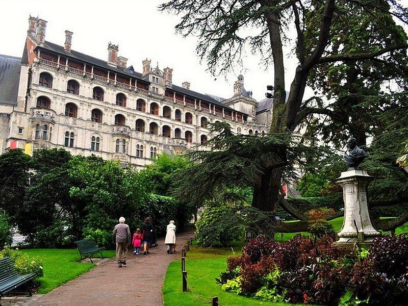 LE PALAIS DE BLOIS dans CHATEAUX chateau2
