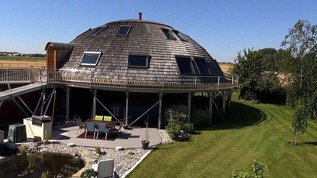 Jean claude 39 s news droles de maisons - Maisons rondes en bois ...