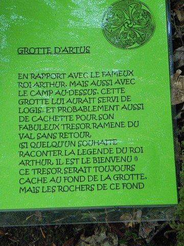 LA GROTTE D'ARTHUS EN FORET D'HUELGOAT (29) dans LA BRETAGNE dscn2437